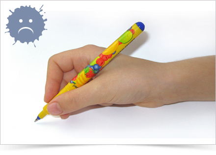 Špetka s prsty v dlani
